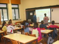 António Cardoso e aluno interagem no Magicboard