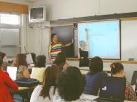 Professores aproveitam pausa nas actividades lectivas para fazerem formação nos quadros